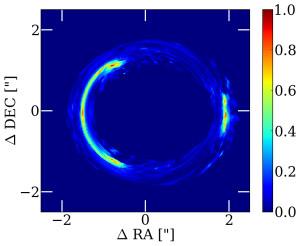 Abb. 2: Modell für die Helligkeitsverteilung für das Bild in Abb. 1 (links) und die rekonstruierte Oberflächenhelligkeitsverteilung (rechts) der Hintergrundgalaxie. Man erkennt deutlich drei Bereiche mit erhöhter Emission; diese Struktur könnte auf eine Scheibengalaxie hindeuten, die von der Seite gesehen wird. Foto: Max-Planck-Institut für Astrophysik