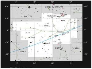 Diese Aufsuchkarte zeigt die Position der großen Galaxie Messier 87 im Sternbild Virgo (die Jungfrau). Die Karte zeigt die meisten unter guten Bedingungen mit bloßem Auge sichtbaren Sterne. Credit: ESO, IAU and Sky & Telescope